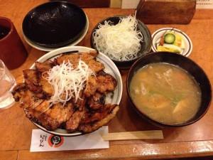 十勝豚丼「いっぴん」特盛りと味噌汁、ネギ