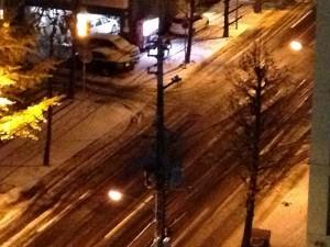 初雪の積もる札幌