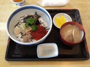 青塚食堂の北海丼
