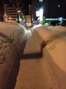 雪が積もった札幌の歩道